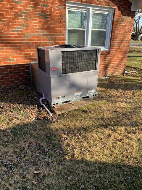 Franklin, KY - Bryant Package Heat Pump installation in Franklin, KY.