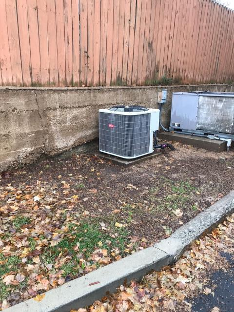 Scottsville, KY - Air Conditioner replacement near downtown Scottsville, KY.  Commercial hvac replacement.  Bryant air conditioner BA14 replaced a York air conditioner.