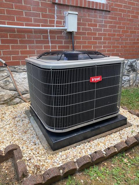 Bowling Green, KY - New Bryant 114 Series Air Conditioner replaced Coleman BRCS Series 10 SEER air conditioner.  10 years parts warranty.  R410A refrigerant in the new unit.