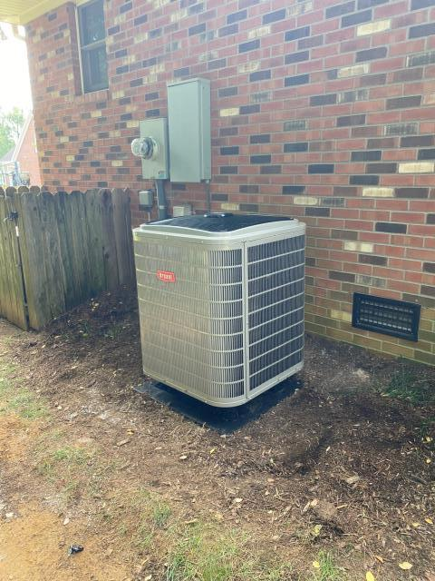Bowling Green, KY - Bryant Evolution Air Conditioner installed in Briarwood Subdivision, this new Bryant Air Conditioner replaced an old Rheem Air Conditioner.