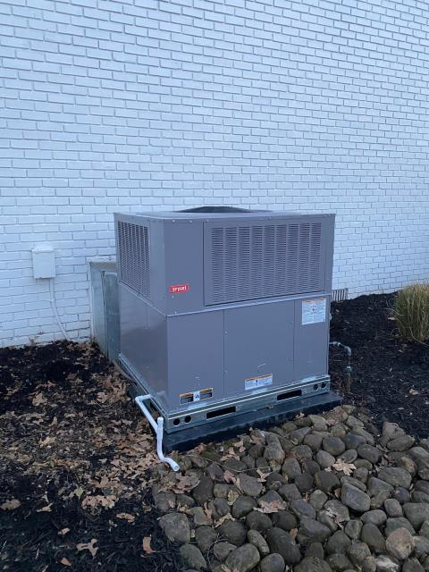 Bowling Green, KY - Bryant Preferred Gas Package Unit replacing a Nordyne Gas Package Unit.  Bryant Preferred gas package units provide 15 SEER air conditioning performance, two stage cooling, two stage heating 81% AFUE, variable speed indoor blower, and this installation has an internet connected thermostat by Honeywell.  Warm gas heat in the winter with nice cold air conditioning in the summer in Bowling Green, KY.