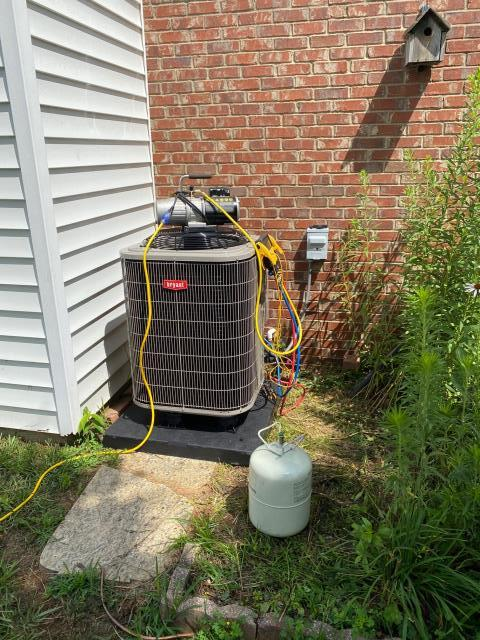 Alvaton, KY - New Bryant Heat Pump being installed, replacing a Carrier Heat Pump in the Cambridge Grove Neighborhood.