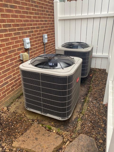 Alvaton, KY - Replacing a Carrier Heat Pump with a new Bryant 214 Heat Pump to match the one replaced a few years ago.  Cambridge Grove Subdivision.