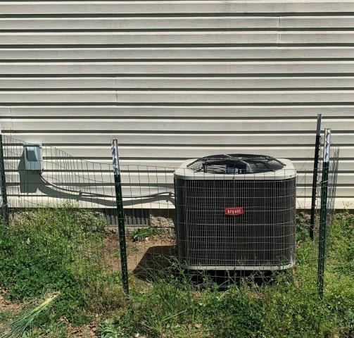 Alvaton, KY - Bryant BH14 Heat Pump replaced a Rheem Heat Pump in Alvaton, KY.  The old Rheem Heat Pump had a locked up compressor and over 15 years old.  The new HVAC system is over 16% more efficient in air conditioning.  We really like the animal protection system for the new Heat Pump.