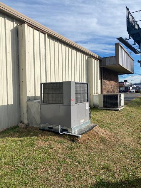 Bowling Green, KY - Commercial Gas Package Unit Replacement, Bowling Green, KY.  Retail HVAC, Air Conditioning, Gas Heating. Bryant Gas Package Unit.