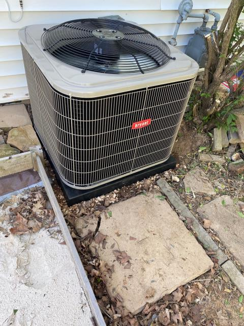 Bowling Green, KY - A new Bryant 116BNA air conditioner replacing a Carrier 38CKC air conditioner.  23 years is a good run for a residential air conditioner.  The new air conditioner will provide many years of trouble free service, better cooling, more comfort, and lower utility bills.