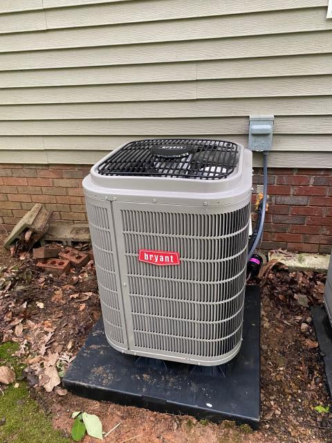 Scottsville, KY - Bryant Evolution 288BNV replacing an old Heil Heat Pump for upstairs.  Bryant Evolution systems come with Variable Speed Blowers, Five Stage Compressor, and a Connex Control.  Bryant Air Conditioning Southern Kentucky.