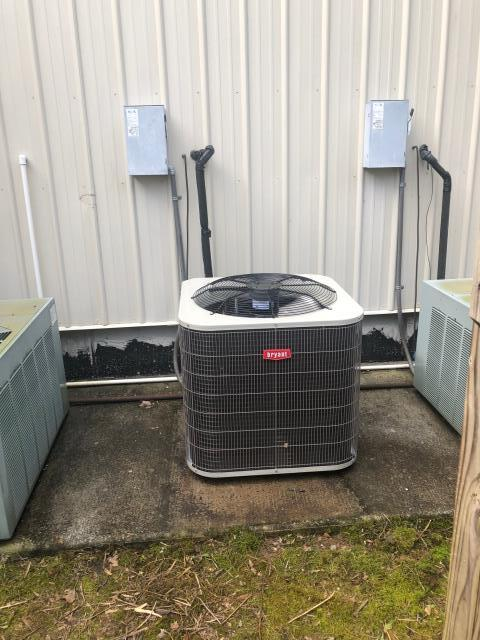 Morgantown, KY - A new Bryant Air Conditioner, replacing an old Rheem Air Conditioner.  The compressor had failed in the old unit, the new unit is up and running, cooling with higher efficiency, saving money.  Air Conditioning Morgantown, KY in 2021.