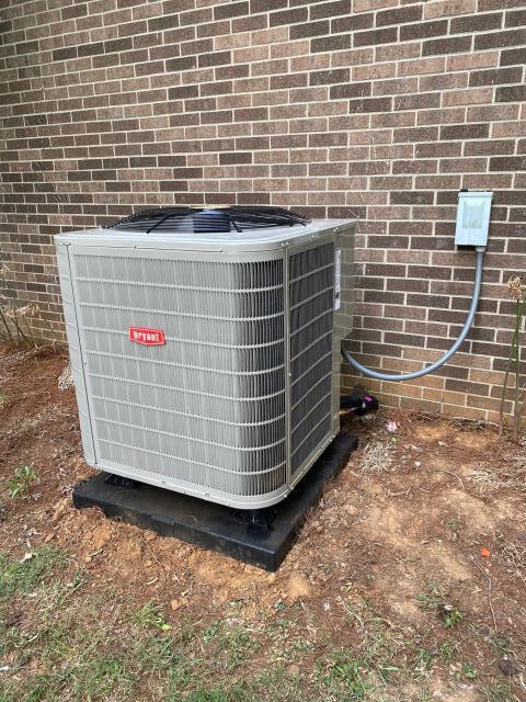 Bowling Green, KY - Old Heil 12 SEER Heat Pump HHP224AKA1 was leaking refrigerant R22 and not keeping up during hot weather.  Through WRECC and the TVA program, it is easy to replace your old heat pump with a new Bryant Heat Pump.  This Bryant Heat Pump is a two stage 226ANA model.  Lower Utility Bills, Better Comfort, and Years of Trouble Free Service come Standard.  Air Conditioning Bowling Green, KY in 2021.