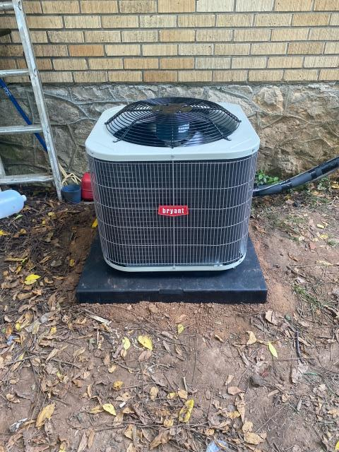 Bowling Green, KY - Rheem air conditioner compressor failure led to a next day air conditioning system replacement.  The new Bryant air conditioning system replaced the old Rheem air conditioner.  The resident will not only have cool air again, but gained better efficiency (lower utility bills), and years of trouble free service.  Installation is near T C Cherry School.  Air Conditioning Bowling Green, KY Summer 2021.