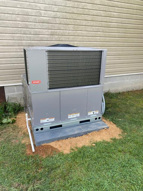 Scottsville, KY - A new Bryant Package Heat Pump already pulling moisture out of the home... on a VERY HOT DAY!  The new Bryant Heat Pump replaced an old Goodman Package Heat Pump.  Lower Utility Bills and Years of Trouble Free Service to be had!  Air Conditioning Scottsville, KY in 2021!