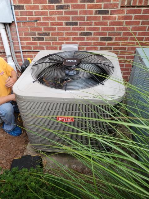 Bowling Green, KY - A new Bryant 226CNA Heat Pump to replace the old Rheem UPNE Heat Pump that was installed when the house was built.  The new Bryant system uses R410A refrigerant, the old Rheem heat pump was R22.  Much Lower Repair Bills, Better Comfort, Variable Speed Indoor Fan for better dehumidification in the Summer, warmer air in the Winter, and lower utility bills with the new systems 16 SEER rating.  Now the homeowner can keep their home 72 degrees with a cool breeze again!  Air Conditioning Bowling Green, KY in 2021!   Pine Pointe Subdivision near Indian Hills Country Club.
