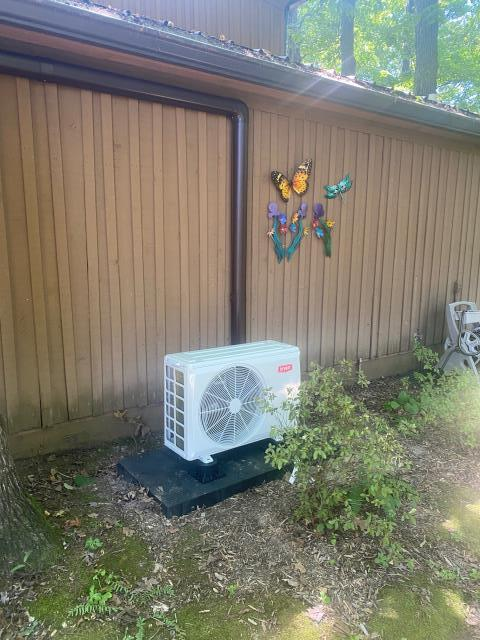 Bowling Green, KY - Bryant Ductless System added to make a hot / cold spot in a house comfortable and help with energy efficiency.  Air Conditioning Bowling Green, KY in 2021.