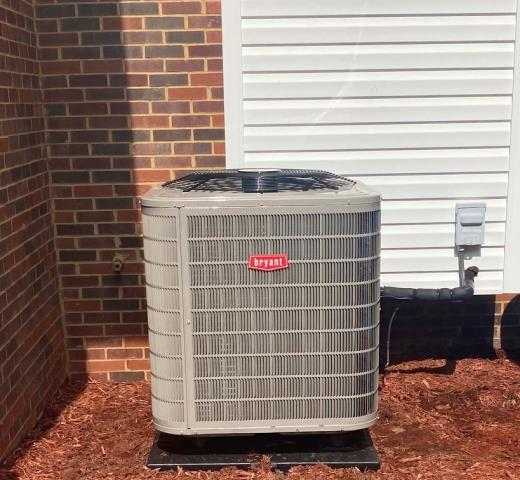 Alvaton, KY - Another R22 Heat Pump replaced, this time the old Trane Heat Pump was replaced with a New Bryant 226ANA - two stage heat pump.  Energy Efficiency, Enhanced Comfort, and Years of Trouble Free Service.  Air Conditioning Alvaton, KY in 2021.