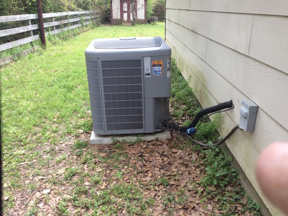 Magnolia, TX - Service Carrier air conditioner