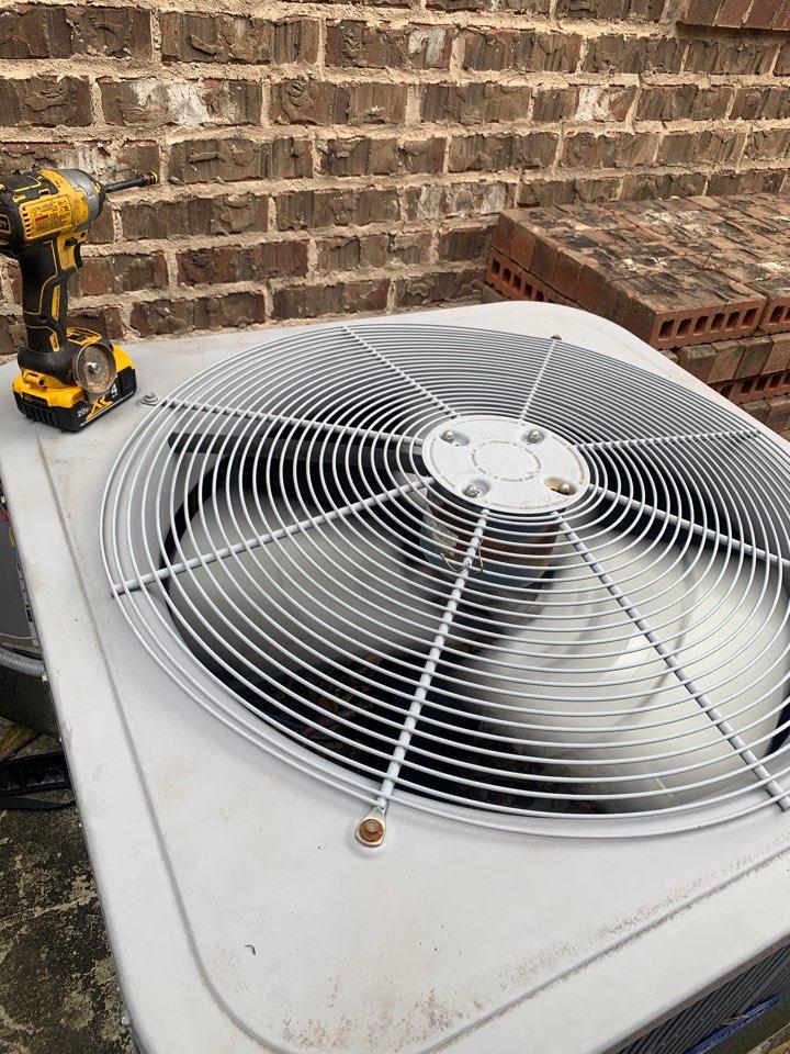 Montgomery, TX - Changed a condenser fan motor
