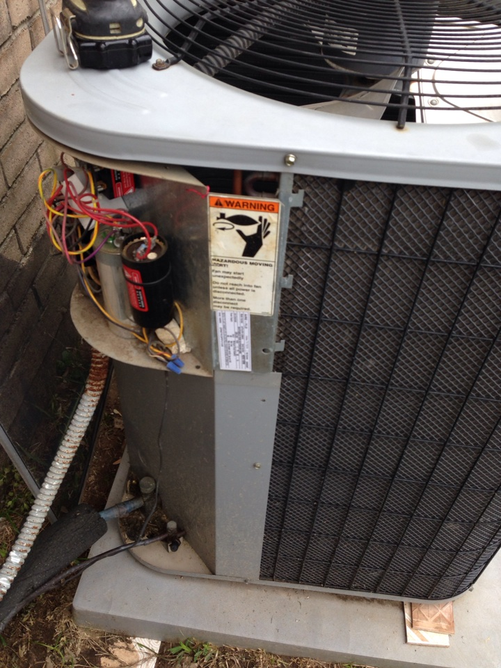Tomball, TX - AC maintenance service call. Air conditioning seasonal tune up safety checkup.