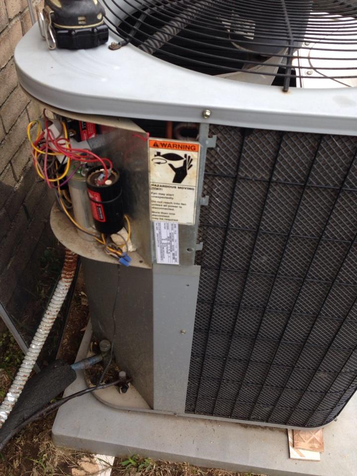 Tomball, TX - AC maintenance service call. Air conditioning seasonal tune up safety checkup.