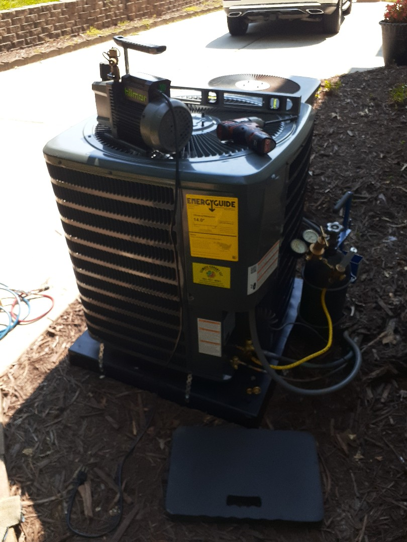 Matthews, NC - Replacement of an old air conditioning unit with a new Goodman in Matthews NC.