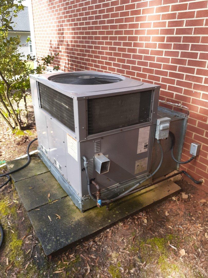 Kannapolis, NC - Gas pack HVAC unit repair and maintenance in Kannapolis NC.