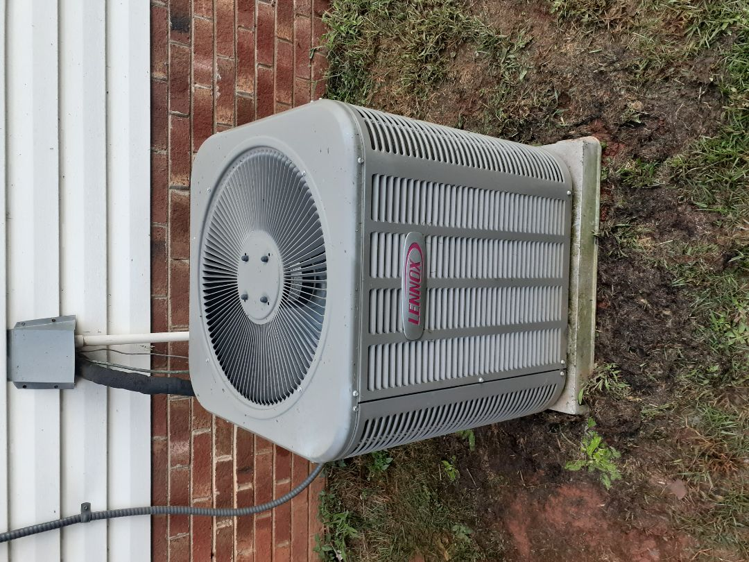 Charlotte, NC - Air conditioning repair and cleaning on a Lennox system