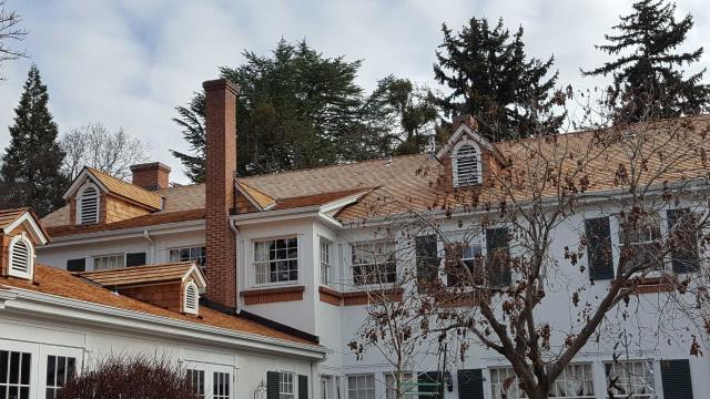 Medford, OR - Another install with cedar shingles from Wolf Creek Cedar. This is a beautiful house that the shingles make look even better.