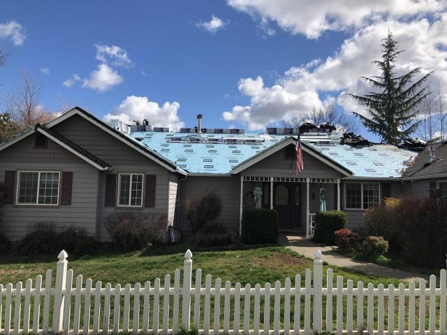 Central Point, OR - Installing another GAF Timberline HD roof with a Golden Pledge warranty. Nice sunny day to be roofing.