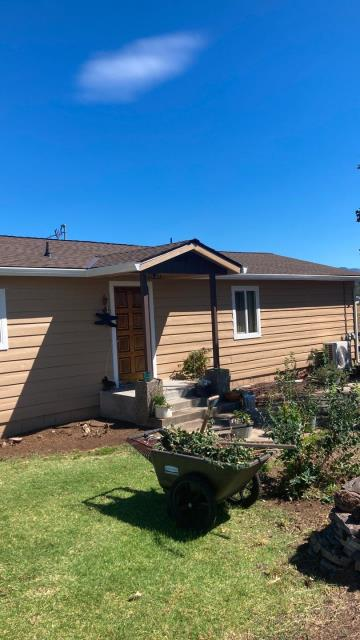 White City, OR - Just finished this project that included the roof, gutters and windows. The GAF HDZ shingle with the Golden Pledge warranty is a great way to protect your house starting at the top.