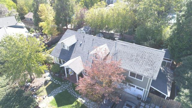 Ashland, OR - Just finished installing this GAF Timberline HDZ roof with a Golden Pledge warranty.  House looks great!