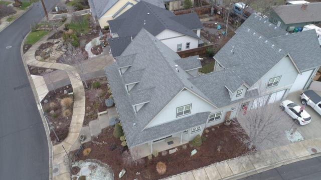 Eagle Point, OR - Finished up this beautiful home with a GAF Timberline HDZ shingle in the Slate color.
