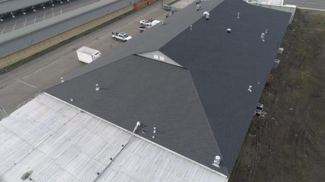 Medford, OR - Just finished this massive roof with GAF Timberline HDZ Charcoal shingles. Looks good!