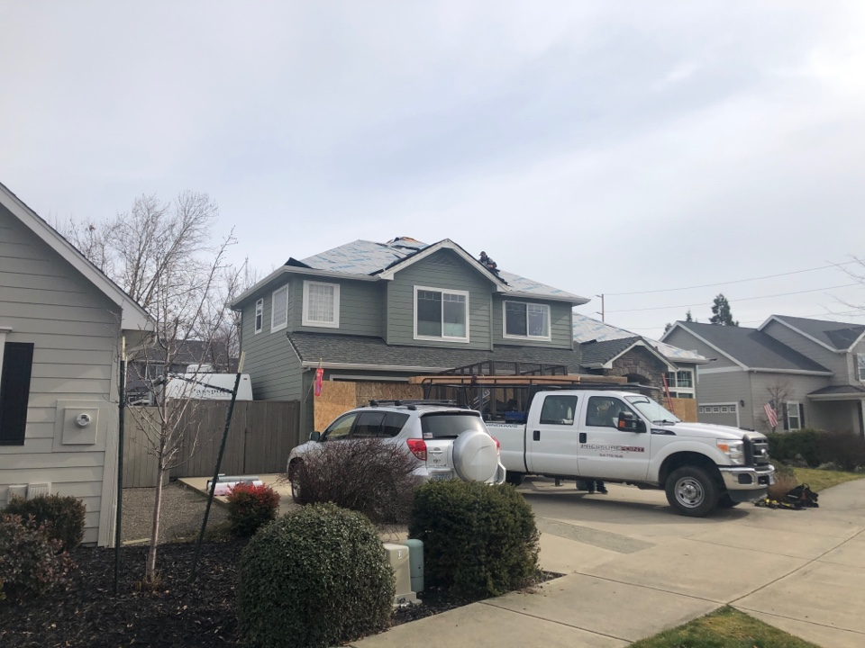 Medford, OR - Installing the Owens Corning Tru Def Duration shingles. This is getting the Preferred warranty to give the homeowner reassurance of a roof with long life.