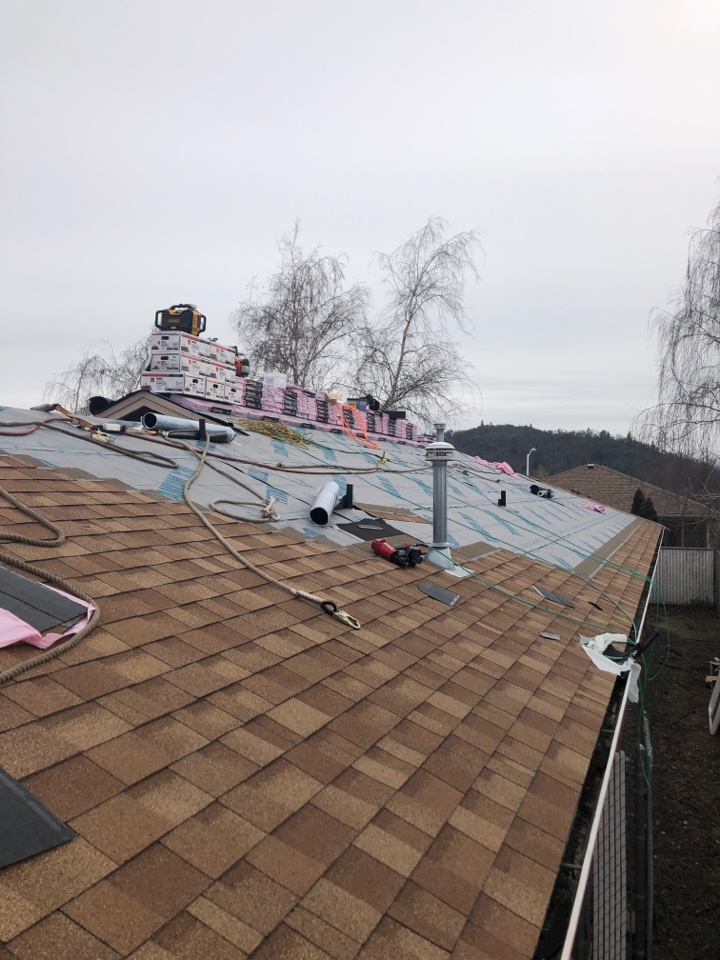 Eagle Point, OR - Installing a new roof for this customer with the Owens Corning Tru Def Duration shingle in the Desert Tan color. It will have the Platinum warranty registered to give it the best warranty on the market.