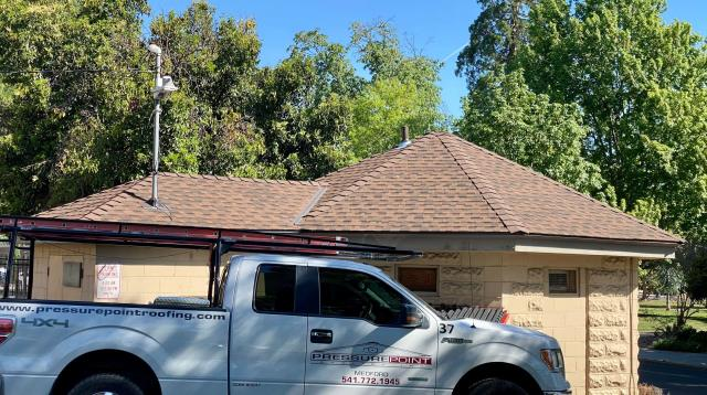 Medford, OR - Our Repair Crew finished this new roof with GAF Timberline HD Shingles in the Hickory color with GAF's Systems plus Warranty.