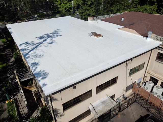 Medford, OR - The Commercial Crew completed this roof using 60 Mil. Duro-Fleece Single Ply Material. The gutter edges were done with Standard Clad Drip Edge.