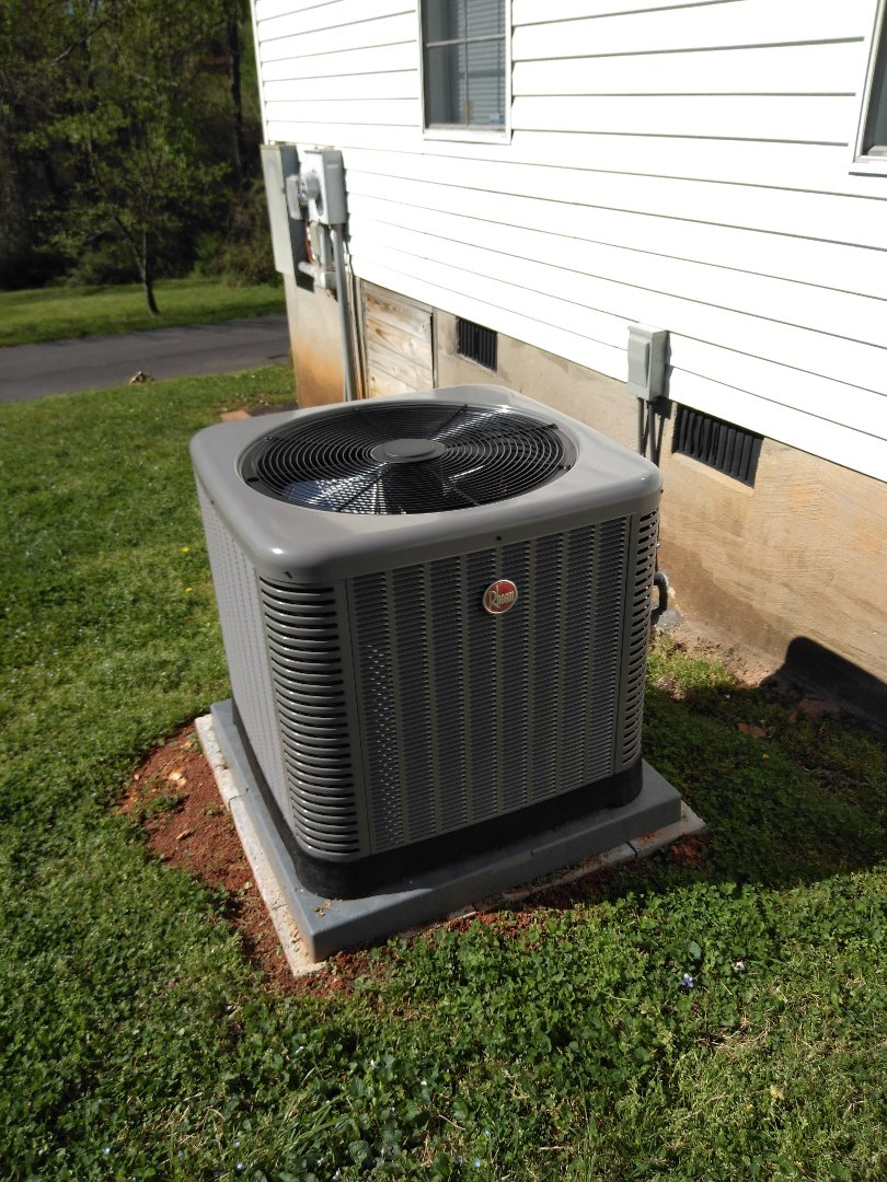 Hickory, NC - Installation of a new Rheem heat pump in Hickory.