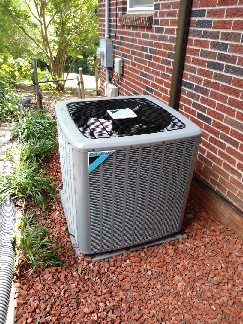 Hickory, NC - Installation of a new Daikin heat pump in Hickory.