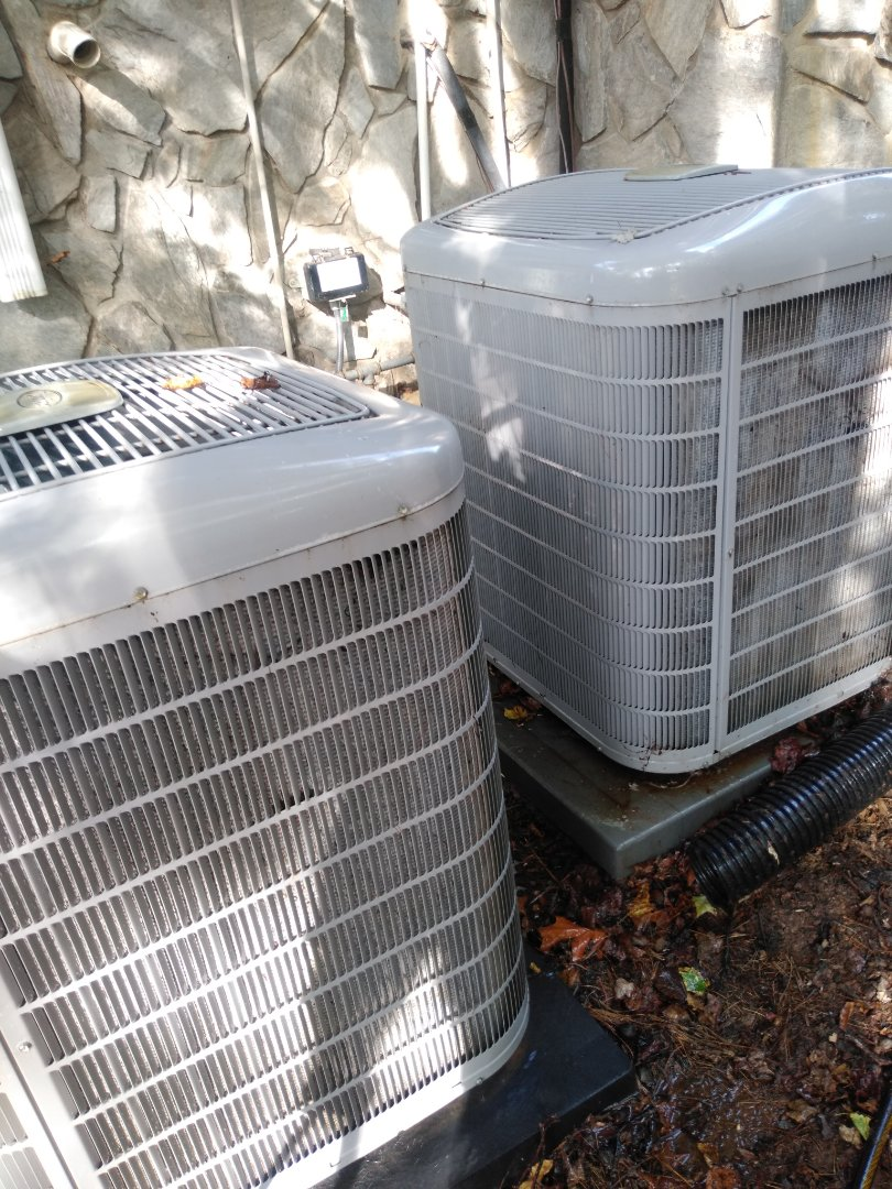 Hickory, NC - O performing scheduled maintenance for a maintenance plus program customer in Bethlehem