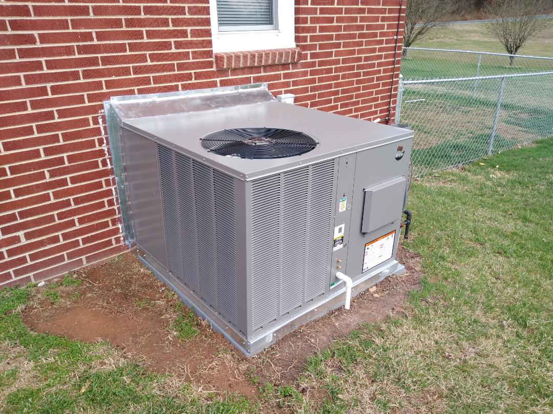 Granite Falls, NC - Newly installed gas packaged unit.