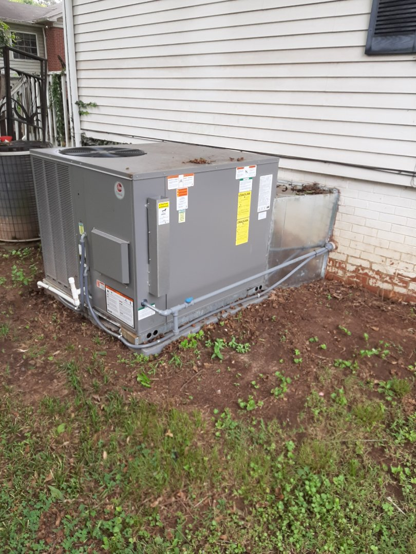 Newton, NC - Installation of a new Gas package unit in Newton.