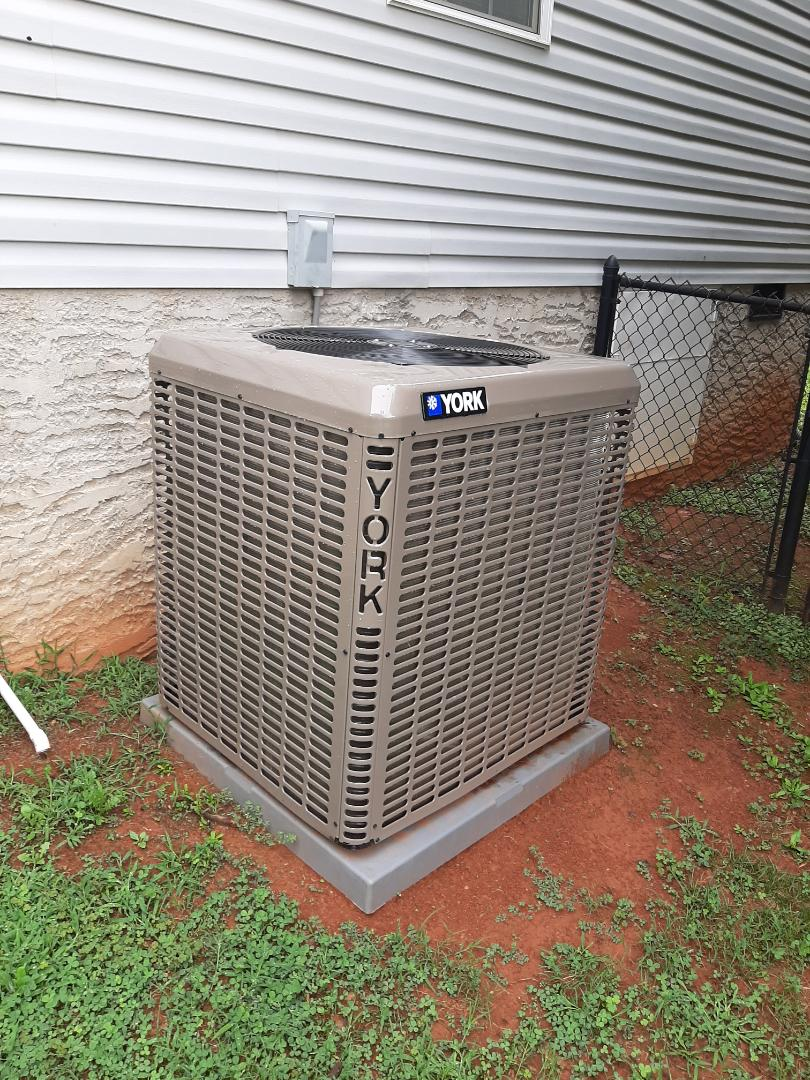 Hickory, NC - Installation of a new York high efficiency heat pump in Hickory.