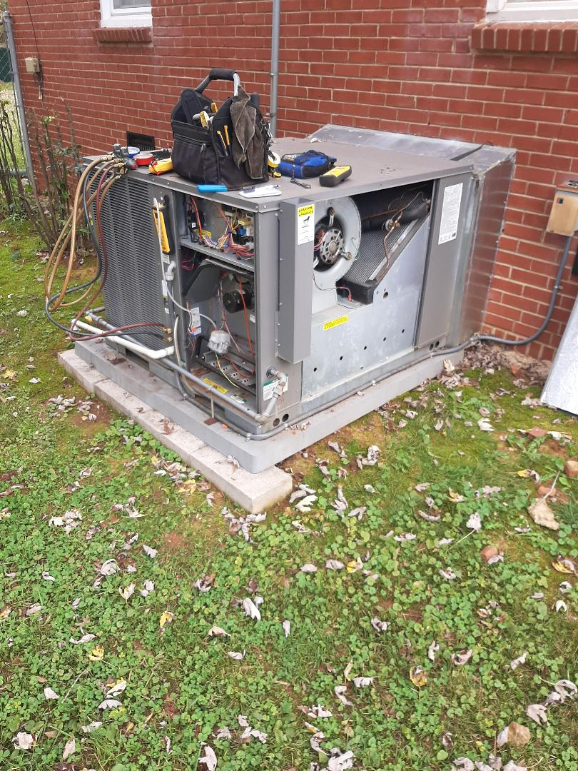 Hickory, NC - Performing a tune up on a gas pack for one of our MPP customers.