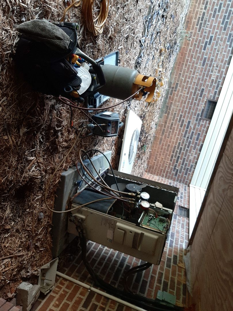 Hickory, NC - Recovering the refrigerant from one of our MPP customers Mitsubishi mini splits to replace a leaking evaporator coil.