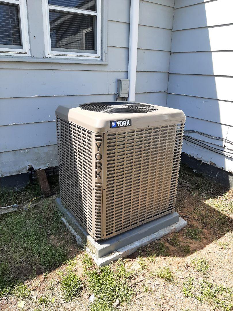 Newton, NC - Installation of a high efficiency York heat pump in Maiden.