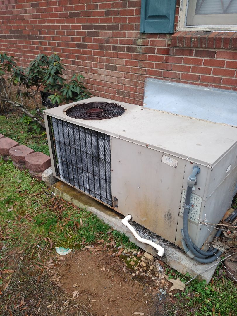 Conover, NC - performing scheduled maintenance for a maintenance priority plus customer on a package heat pump in conover