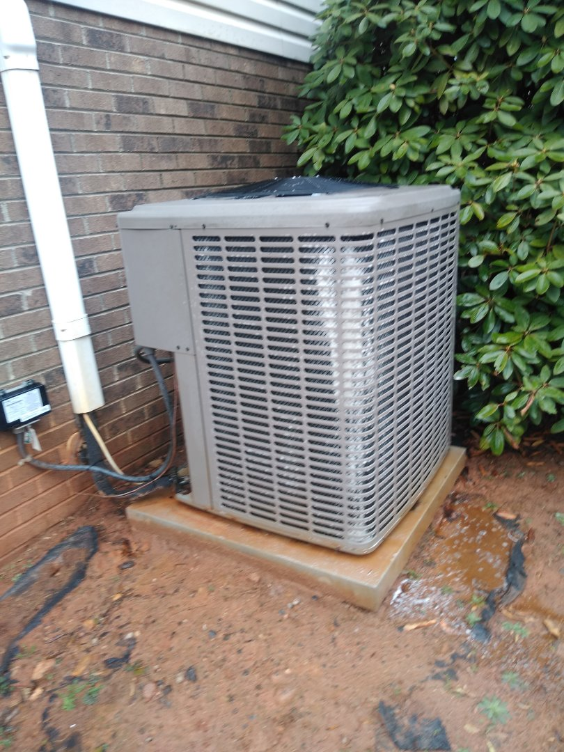 Conover, NC - Forming scheduled maintenance for maintenance priority plus customer on their heat pump in conover