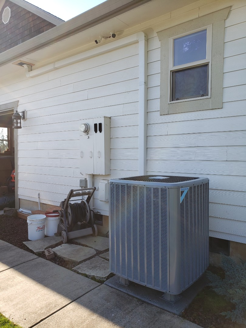 Woodland, WA - Heat pump system replacement.