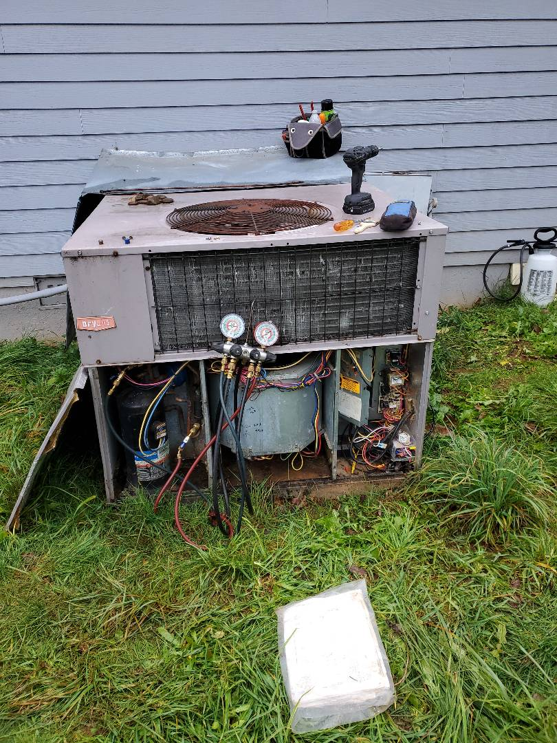 La Center, WA - Service and cleaning on a heat pump package unit.