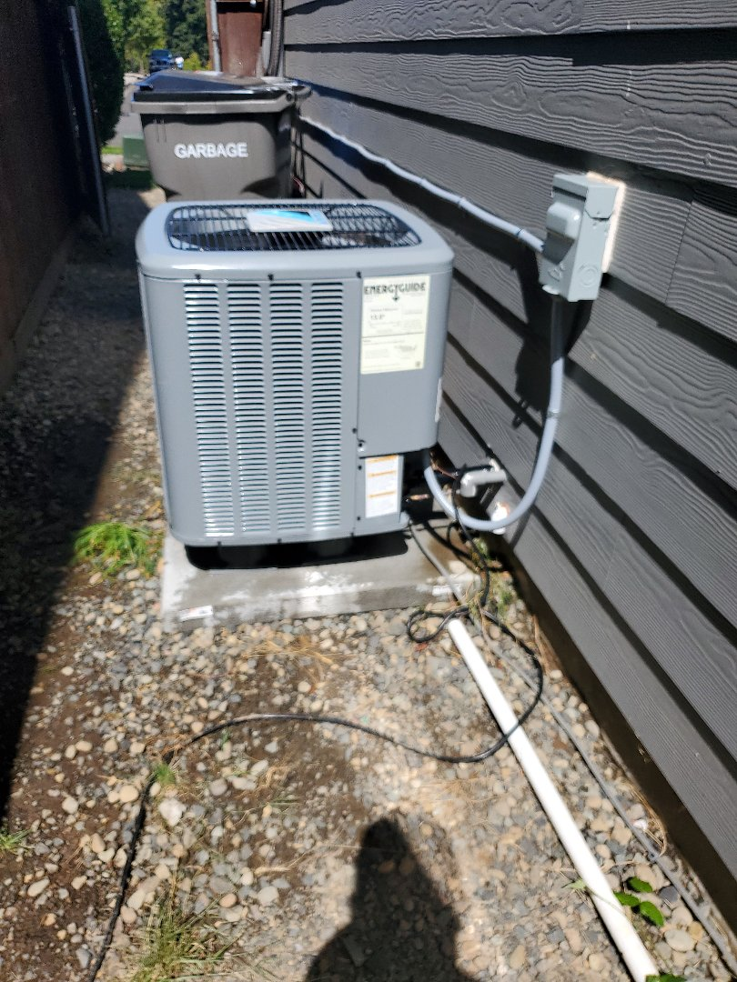 Ridgefield, WA - Performed a service and cleaning on a daikin air conditioner. Comfort club annual maintenance agreement.