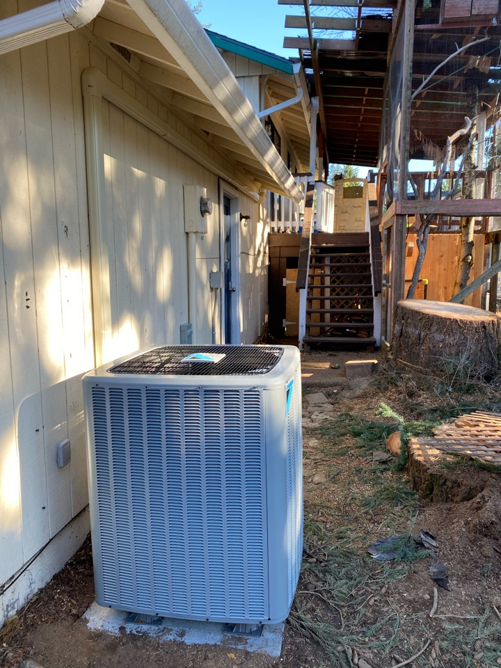 Vancouver, WA - Installed a new Daikin 16 SEER heat pump with a variable speed air handler.